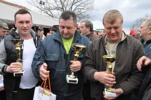 najbolji majstori za kobasicu (s leva u desno) Žižić, Reljić i Simić