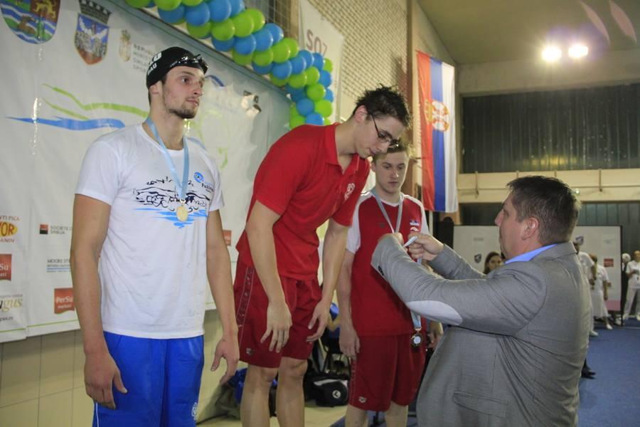 santovac-daje-medalju1