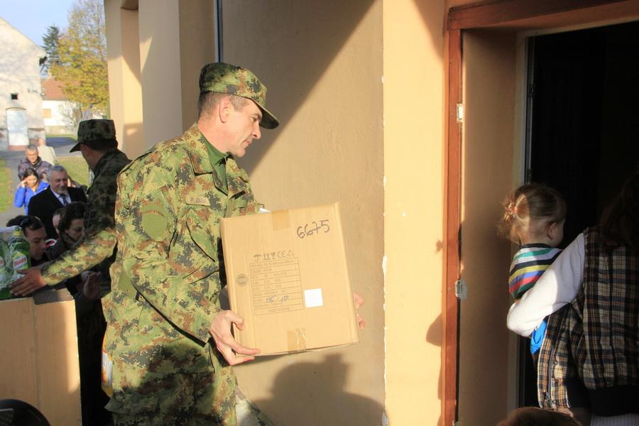 vojska-srbije-pomoc-socijalno-ugrozenima-0003