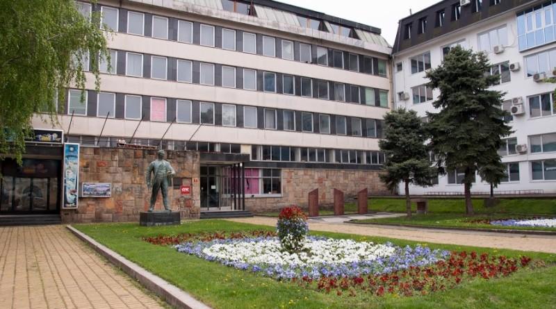 PREDSTAVNICI OMLADINE SPS: Položili vence na spomenik žrtvama