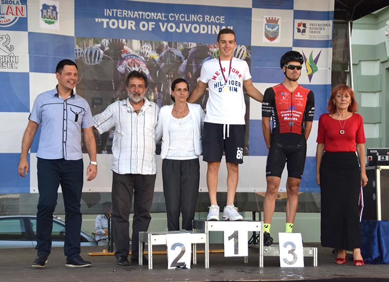DSC_2543 Juniorski pobednici 2.etape sa medaljama.