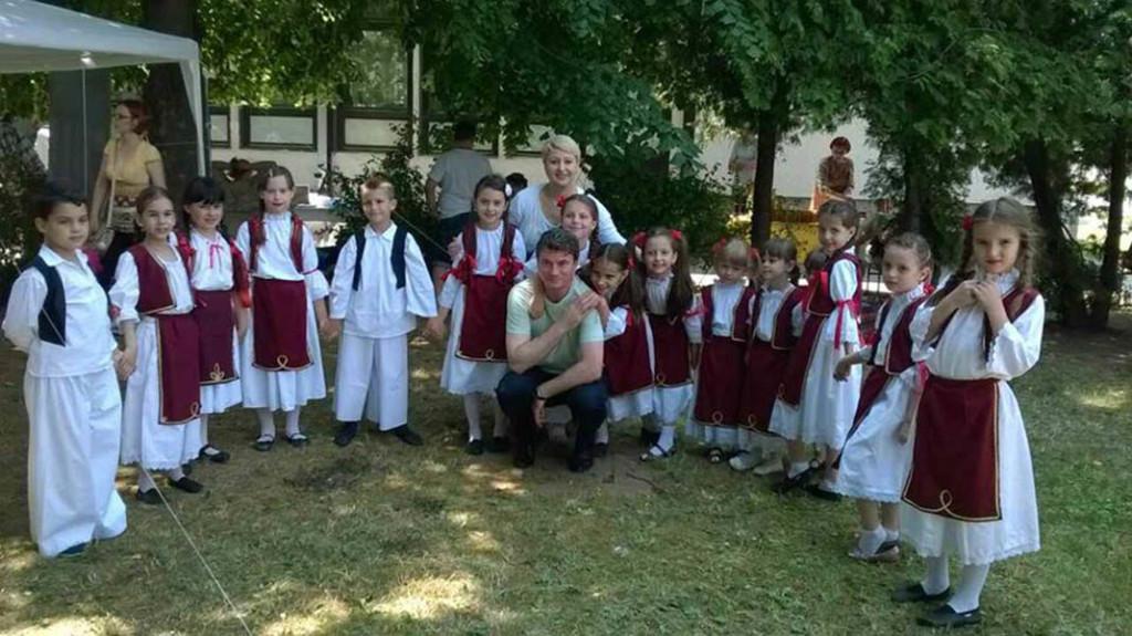 11 - 1 D Sonja i Milorad sa najmladjima