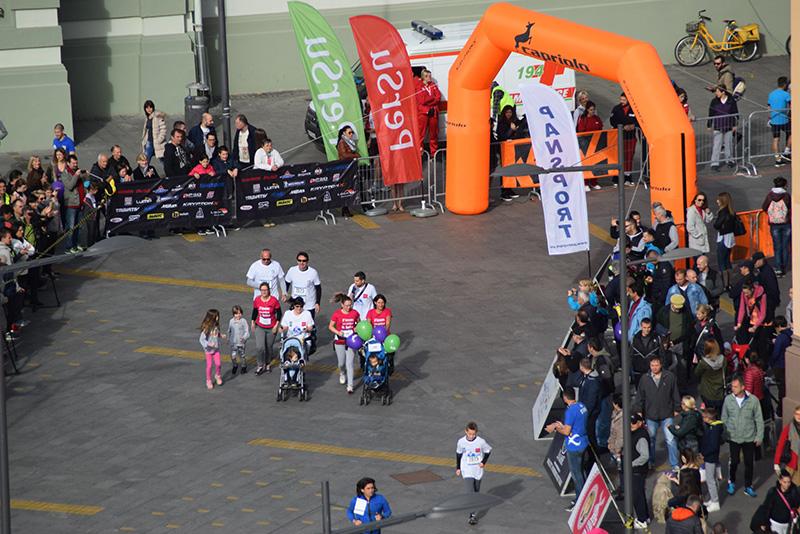 DSC_6111 mame sa bebama su isto tako učestvovale na maratonu