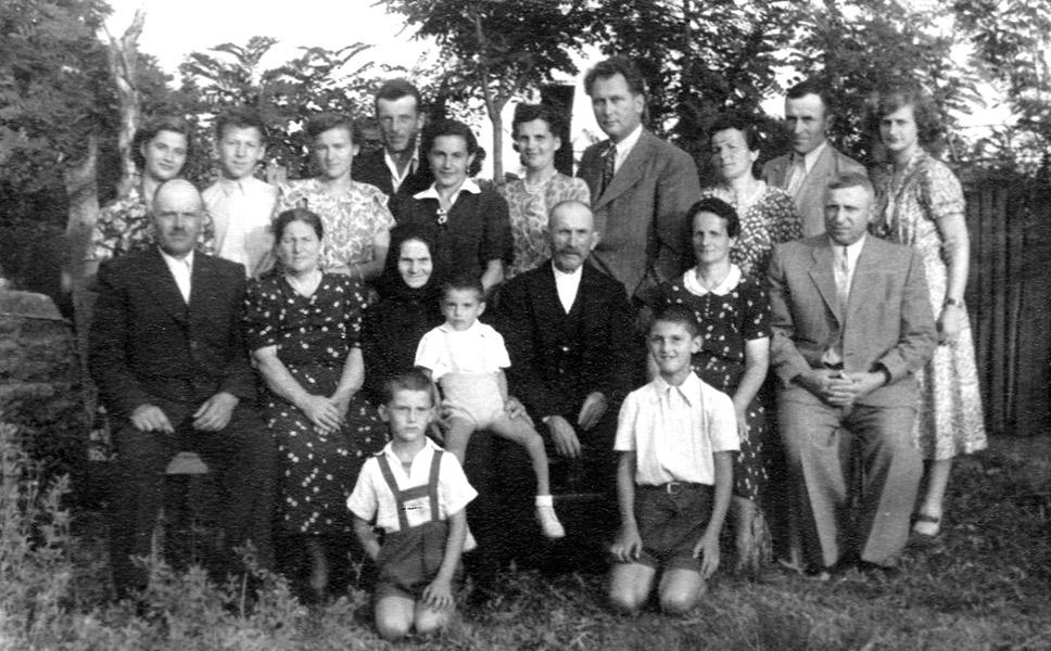 11 - 1 B Milica i Ziva Milanov s porodicom_1954