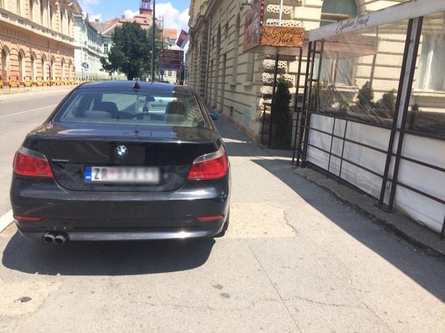kola parkirana