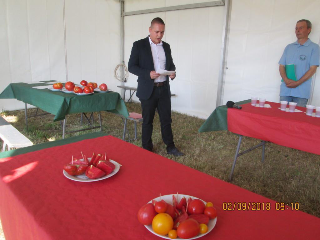 L Selo Robert Otot zamebik pokraj sekretara za poljoprivredu otvara Dan paradajza