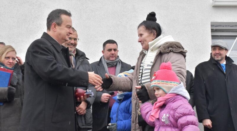 ZRENJANIN JUČE POSETIO IVICA DAČIĆ: 11 stanova dodeljeno izbegličkim porodicama