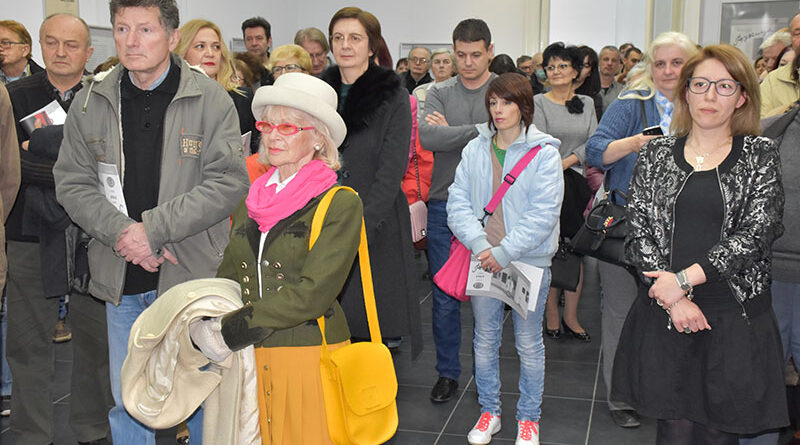 11-1-2Izlozba o Vukici Popov - publika