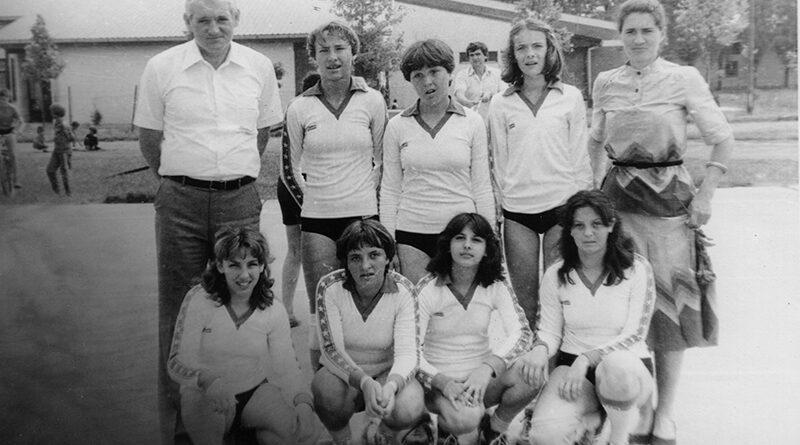 44 - 1 B ODBOJKASICE Njegosa1981 i Zoran Vrbaski
