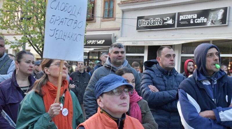 DESETI PROTEST JEDAN OD PET MILIONA U ZRENJANINU: Autoritarnom režimu doći će kraj