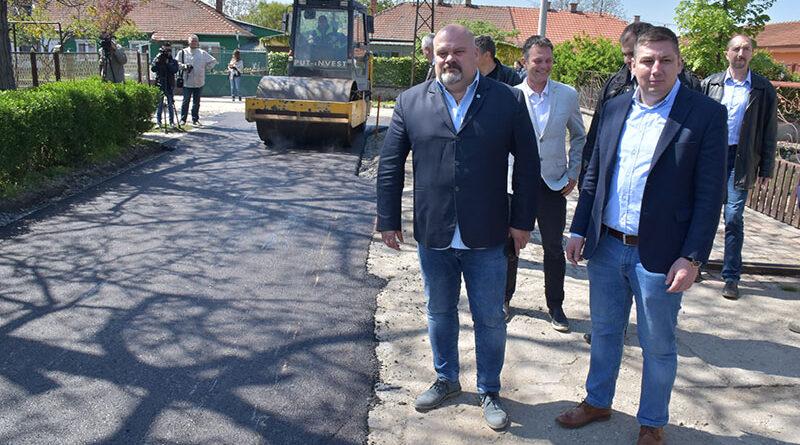 POČELA GRAĐEVINSKA SEZONA U ZRENjANINU: Gradonačelnik posetio radove u Mužlji