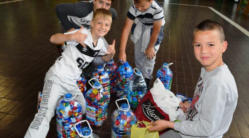 """UČENIČKI PARLAMENT OŠ """"ŽARKO ZRENJANIN"""": Sakupili više od 600 kilograma čepova"""