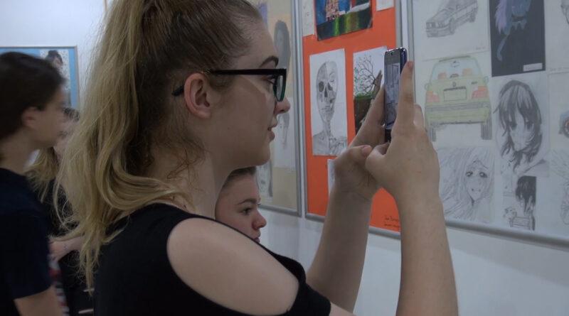 U TOKU JE IZLOŽBA LIKOVNIH RADOVA SREDNJOŠKOLACA: Talentovani i posvećeni mladi autori