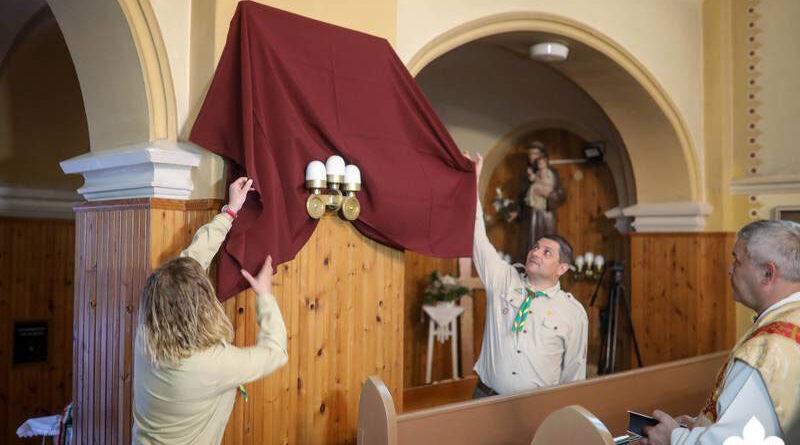 Harmincéves a cserkészet Muzslyán,  emléktáblát avattak a jubileum alkalmából a helybeli templomban