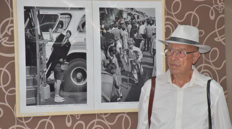 FOTO-IZLOŽBA: Putovanja velikog Tomislava Peterneka u Zrenjaninu