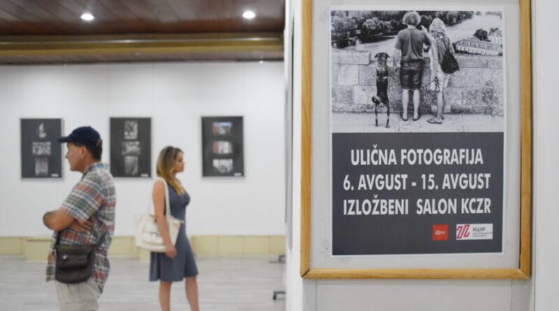 """IZLOŽBA FOTO KLUBA """"CD13"""" U KULTURNOM CENTRU: Trenutak svakodnevice zadržan u večnosti"""
