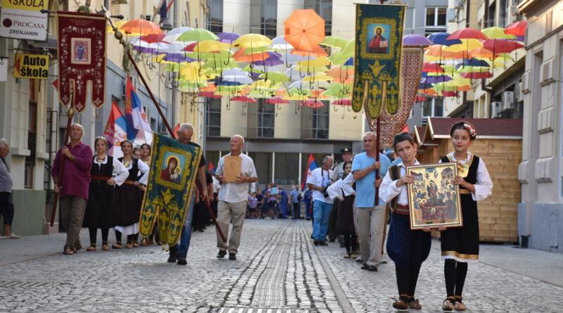 GRAD ZRENJANIN SUTRA OBELEŽAVA SVOJU SLAVU: Litija glavnim gradskim ulicama