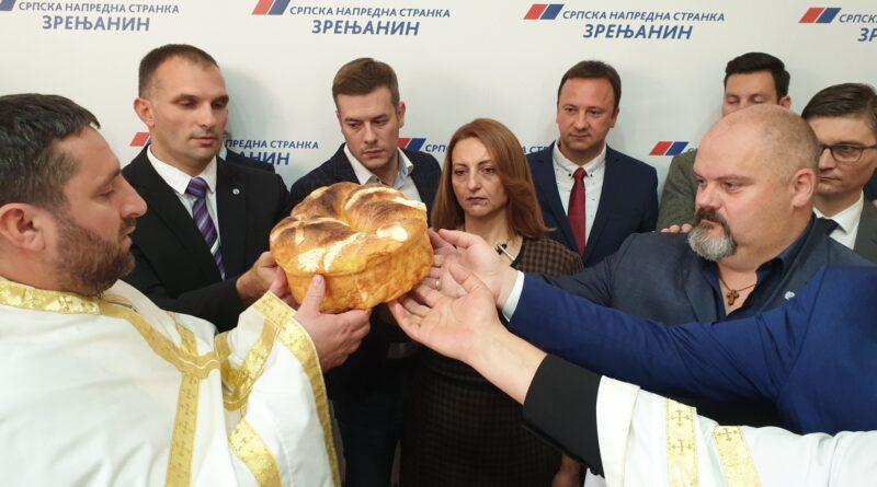 SLAVA SRPSKE NAPREDNE STRANKE U ZRENJANINU: Jerej pohvalio gradonačelnika i saradnike