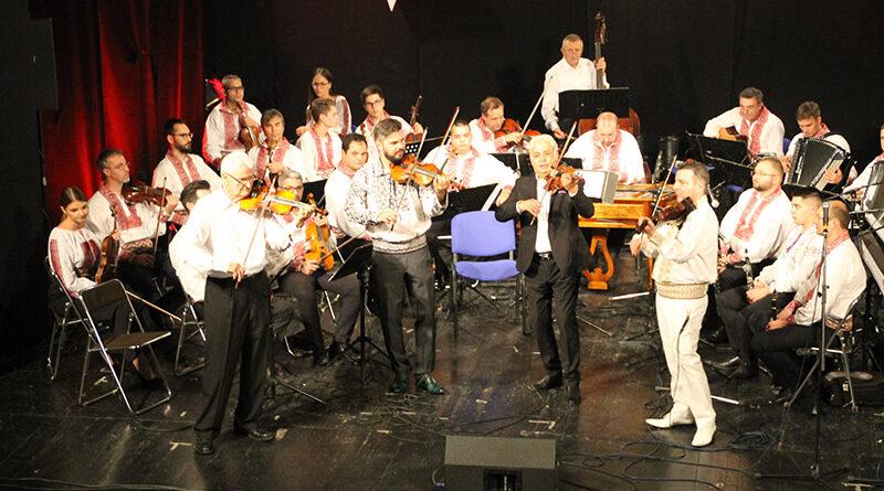 Orchestra de muzică populară a Românilor din Voivodina dirijori și interpreți au susținut la Zrenianin