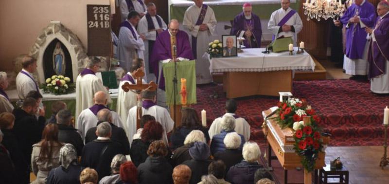 Sándoregyházán helyezték örök nyugalomra az egyházmegye általános helynökét