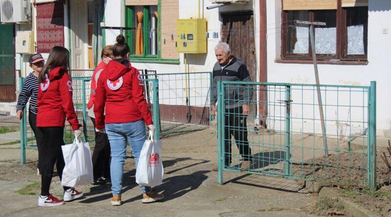 VOLONTERI CRVENOG KRSTA NA TERENU: Pomoć starijima i paketi socijalno ugroženima