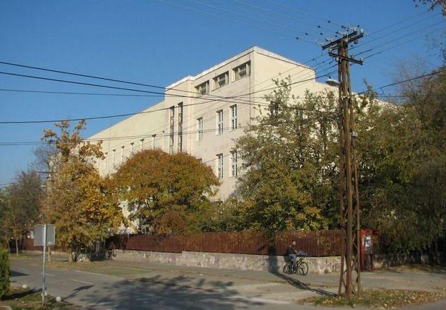 UPIS: Pet odeljenja u Hemijskoj školi