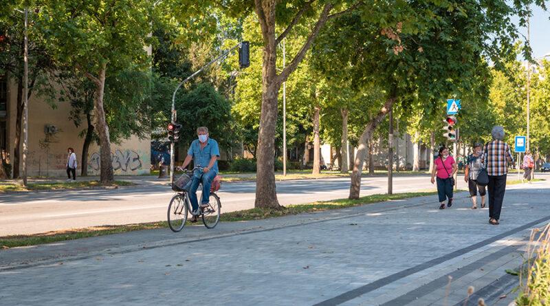 NOVO LICE BAGLJAŠA: Na trotoaru behaton podloga
