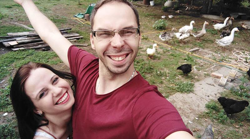 STRAHINJA KATIĆ I MARTA MARGIT KORAK PO KORAK GRADE DOMAĆINSTVO U ARADCU