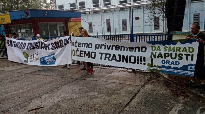 """ODRŽAN SEDMI PROTEST GRAĐANA ZBOG SMRADA """"PREKONA"""": Ne pristajemo na naivne trikove"""
