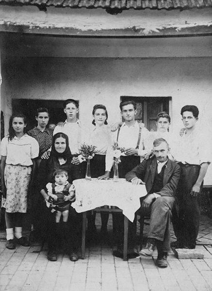 2 Cestereg Porodica Babic se okupila kada se otac vratio iz zarobljenistva