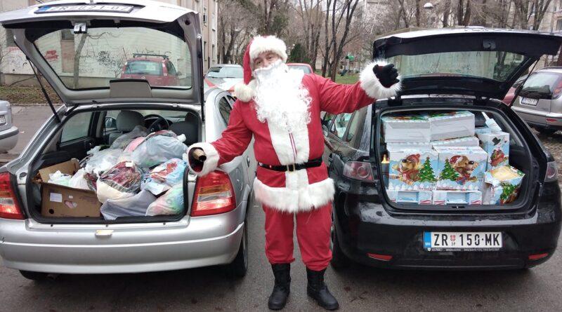 OBROK ZA PORODICU ZRENJANIN: Deda Mraz deli paketiće