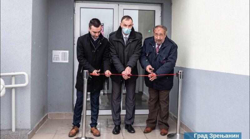 SVEČANO USELJENJE U ZGRADU U PANČEVAČKOJ ULICI: Uručeni ključevi stanova za četrdeset izbegličkih porodica