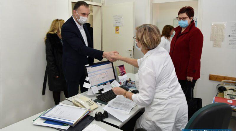GRADONAČELNIK NA PUNKTU DOMA ZDRAVLJA NA BAGLJAŠU: Poziv sugrađanima da se odazovu na vakcinaciju