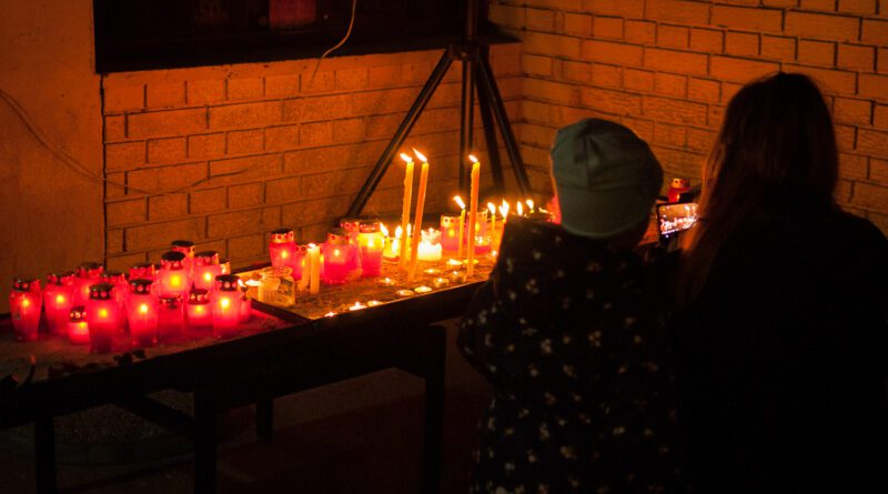 ZRENJANINCI SE OPRAŠTAJU OD ĐORĐA BALAŠEVIĆA: Cveće, sveće i Đoletovi večni hitovi