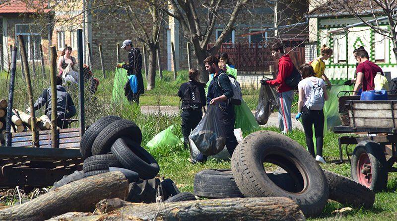 DSC_0521 Sakupljanje sitnog otpada kraj krupnog