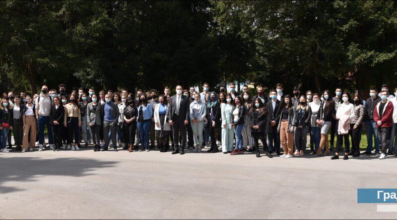 PODRŠKA GRADA MLADIMA: Stipendije za 245 učenika i studenata