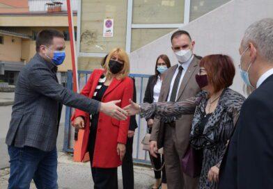 ŠKOLSTVO: EUROBANKA DONIRALA 30 RAČUNARA EKONOMSKO-TRGOVINSKOJ ŠKOLI