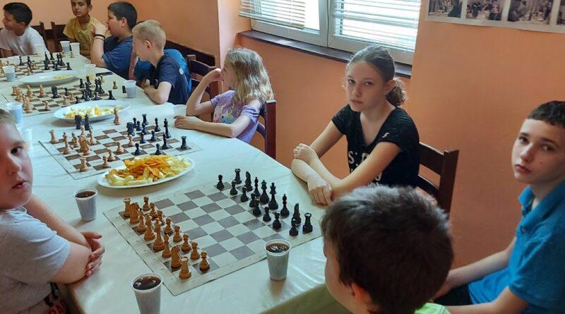 ŠK NAFTAGAS: Škola šaha